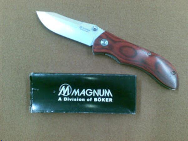 Navaja Magnum BAQUIANO Hoja 8.9 cm. -Cachas caoba laminadas